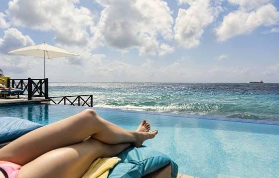 Zwembad met het unieke uitizcht op zee