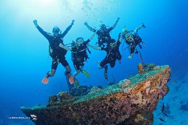 Travel Bucket List: Learn to Dive in Curacao