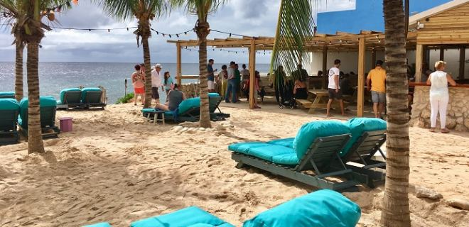 Curaçao - Stadsstrand City Beach 88 geopend